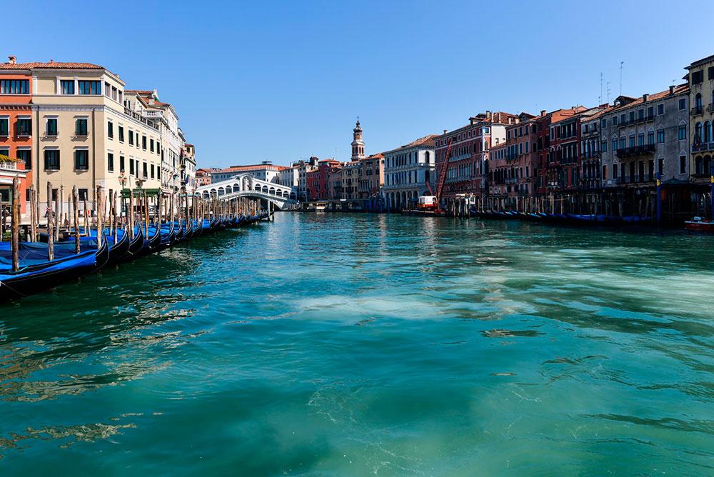Água dos canais de Veneza ficou mais clara sem a circulação de barcos nos canais