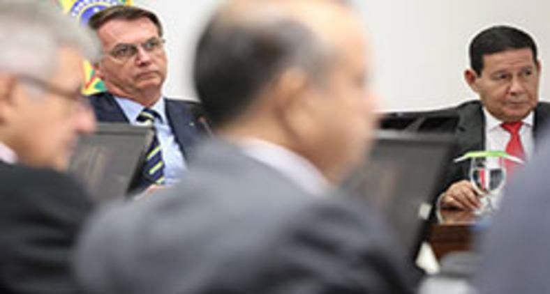 Presidente Jair Bolsonaro e ministros durante Videoconferência com Governadores do Sul em 24/03 (Marcos Corrêa/PR)