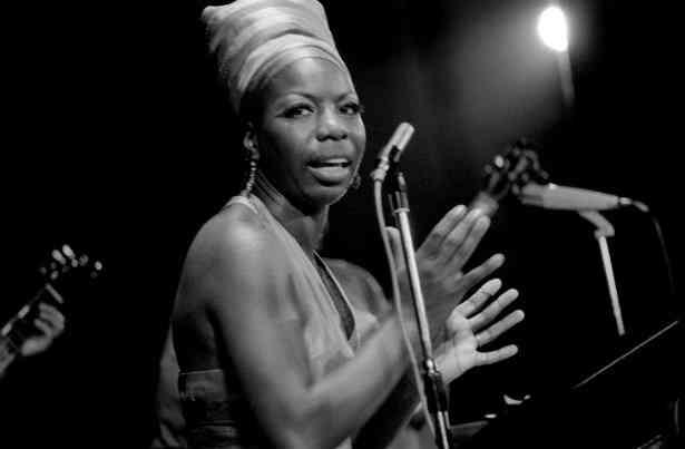 Nina Simone se apresenta com maestria no Festival