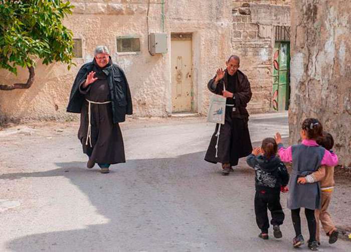 Franciscanos tem a atribuição 'in primis' de cuidar dos lugares sagrados na Terra Santa