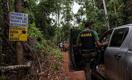 O trabalho de fiscalização feito por órgãos como o Ibama, do MMA, é fundamental para a preservação da floresta (Marizilda Cruppe/Greenpeace)