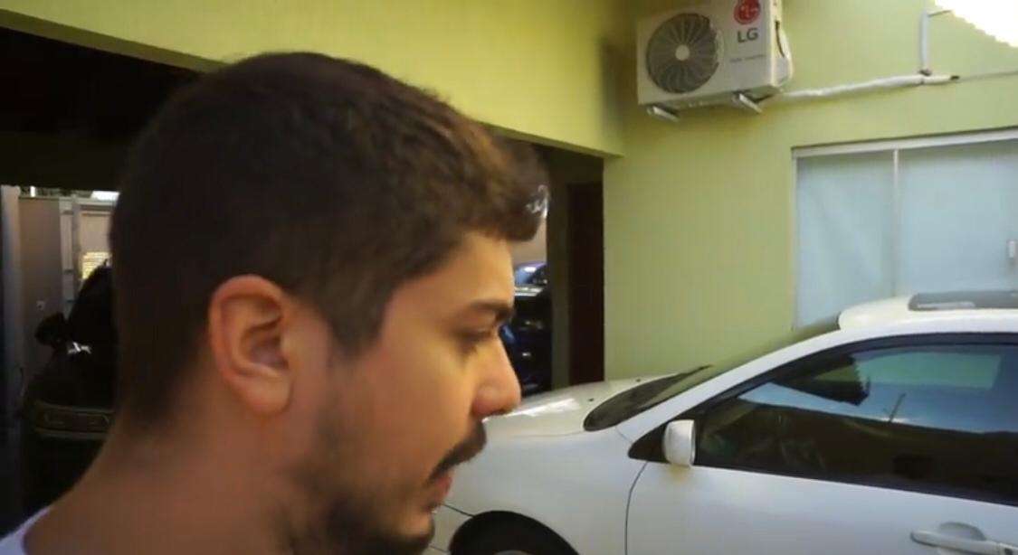 Jovem foi solto após pagar fiança, mas foi indiciado pela Polícia Civil