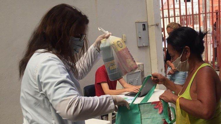 Arquidiocese de Belo Horizonte (MG), a partir da articulação de seu Vicariato Episcopal para Ação Social e Política, tem oferecido ajuda emergencial às famílias.