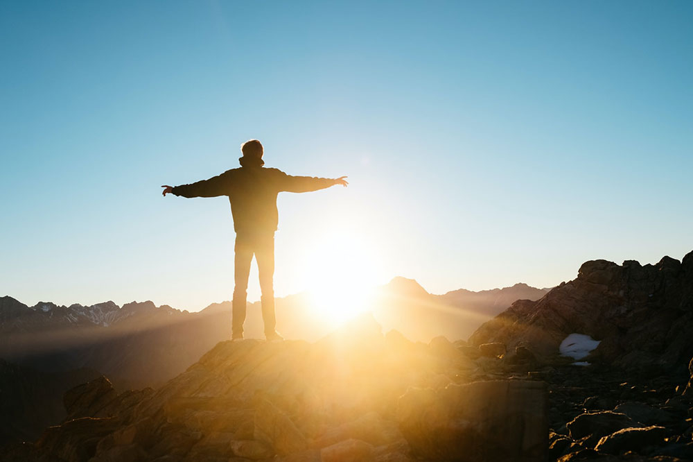 Precisamos de humildade para ver o raiar do sol na história