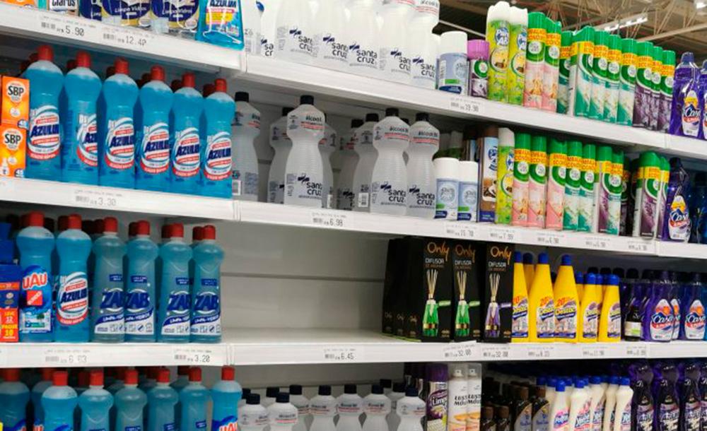 A falta de álcool em gel nas prateleiras tem sido uma constante