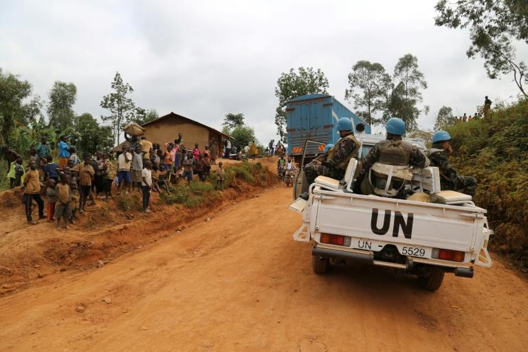 Nesta foto de 13 de março de 2020, soldados marroquinos da missão da ONU na RDC (Monusco) patrulham o território de Djugu, devastado pela violência, na província de Ituri