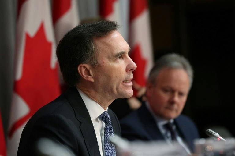 O ministro das Finanças do Canadá, Bill Morneau, falou durante uma coletiva de imprensa em Parliament Hill, em 18 de março de 2020, em Ottawa, Ontário, Canadá