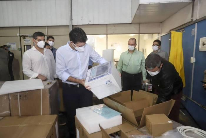 Chegada dos respiradores vindos da China adquiridos pelo governo
