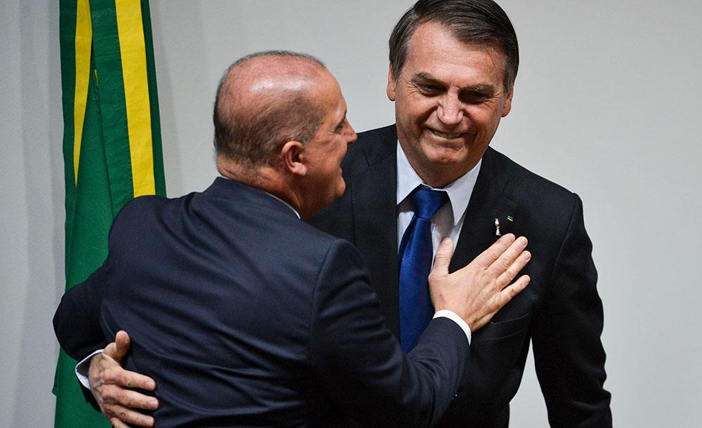 Bolsonaro e Onyx Lorenzoni, ministro da Cidadania responsável pelo pagamento do auxílio
