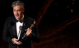 O cinesta Taika Waititi venceu o Oscar de 2020 de Melhor Roteiro Adaptado por 'Jojo Rabbit' (Mario Anzuoni/Reuters)