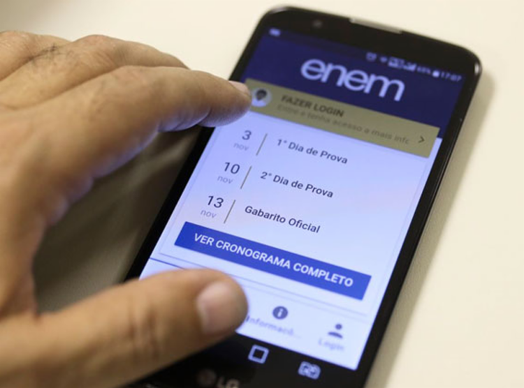 O Enem teve, até agora, 3,5 milhões de inscrições, e o ministro da Educação, Abraham Weintraub, defende a realização da prova na data prevista