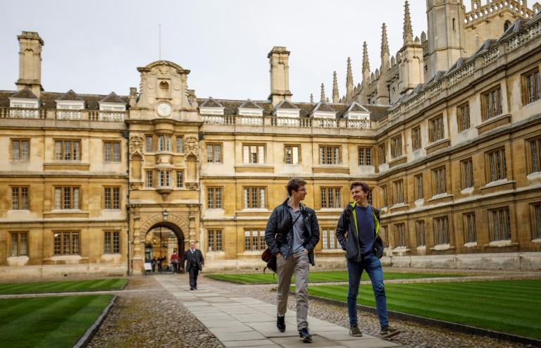 Cambridge é a primeira universidade do Reino Unido a estabelecer seus planos para o próximo ano acadêmico, com início em setembro