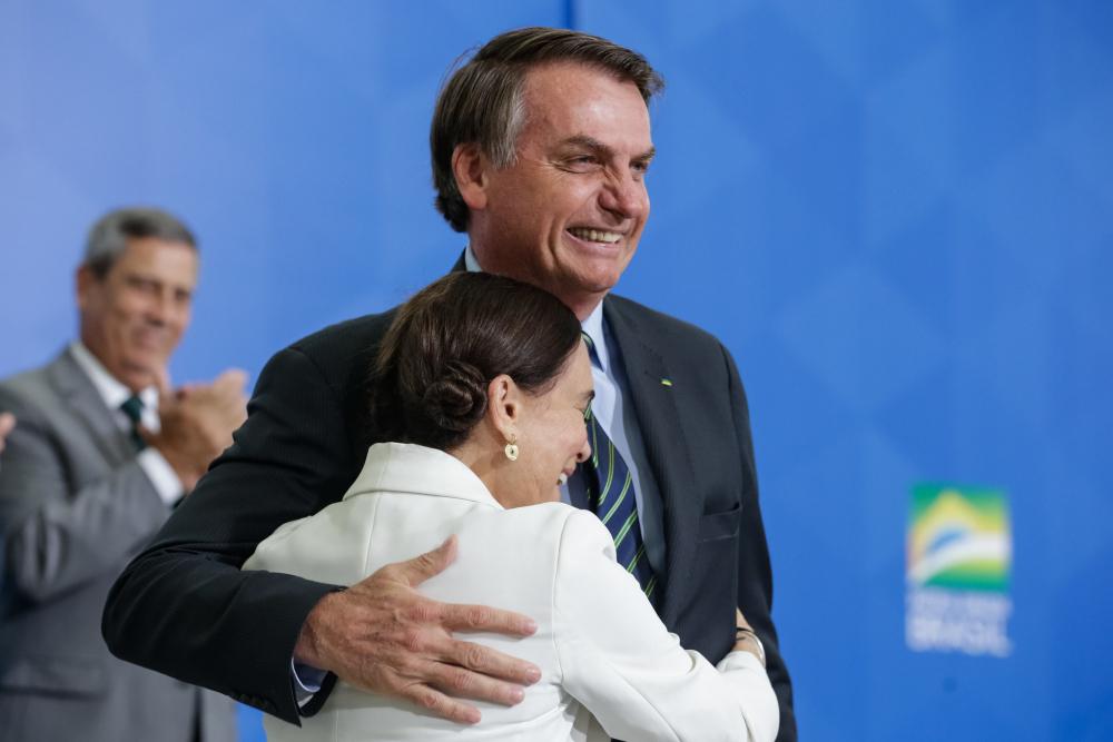 Jair Bolsonaro durante cerimônia de posse da Secretária Especial da Cultura do Ministério do Turismo, Regina Duarte