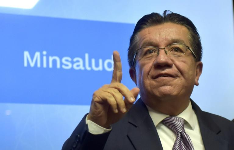 O ministro da Saúde colombiano, Fernando Ruiz, participa de coletiva de imprensa