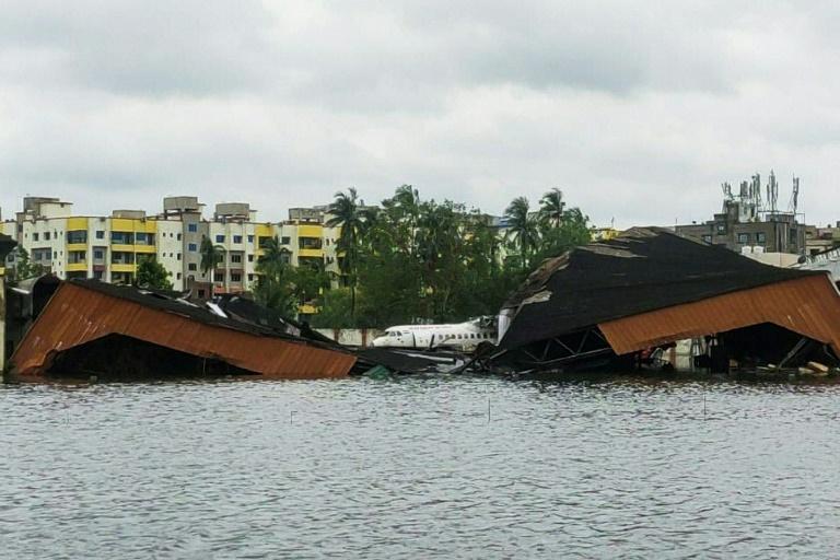 Aeroporto internacional de Calcutá inundado após passagem do ciclone Amphan