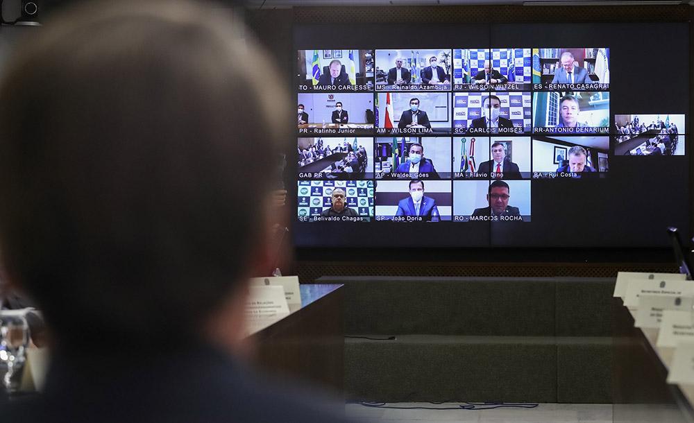 Presidente participa de videoconferência com governadores no Palácio do Planalto