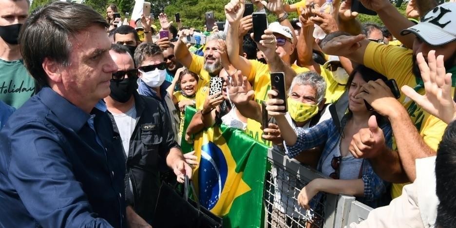 Bolsonaro foi cumprimentar apoiadores em nova manifestação em Brasília