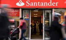 O Banco Santander S.A. terá que pagar R$ 290 mil de indenização, por danos morais e materiais, a uma bancária que exercia a função de gerente em uma unidade de Juiz de Fora (Leon Neal/AFP)