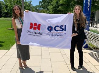 As estudantes Ana Laura de Lima Rodrigues e Maria Fernanda Machado Bizzo, do GEDIP, atuaram como relatoras na simulação. (GEDIP)