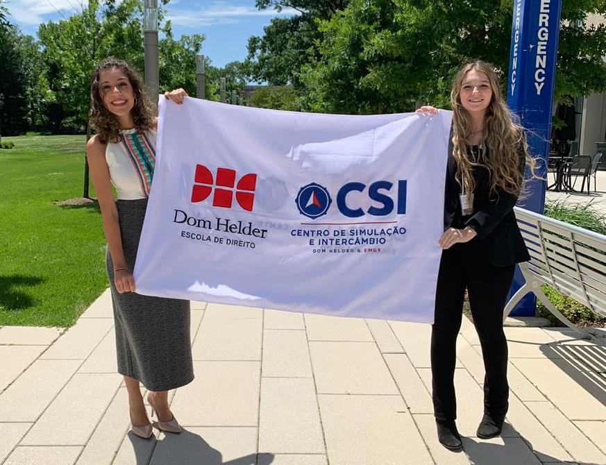 As estudantes Ana Laura de Lima Rodrigues e Maria Fernanda Machado Bizzo, do GEDIP, atuaram como relatoras na simulação.