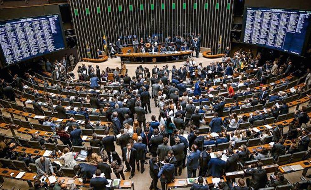 O Congresso Nacional discute a matéria, que só pode ser aprovada por maioria absoluta