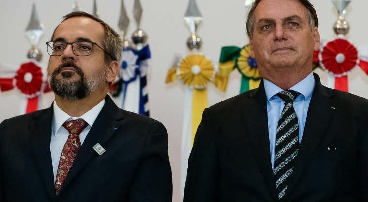 Pela agenda oficial, Bolsonaro recebe o Weintraub no Planalto a partir das 14h30