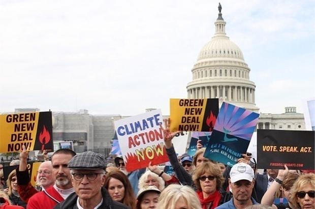 Jane Fonda em um dos vários protestos pelo clima nos quais tem marcado presença