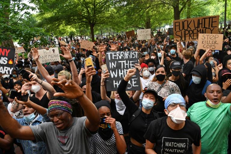 Manifestantes diante da Casa Branca, em Washington, em 29 de maio de 2020