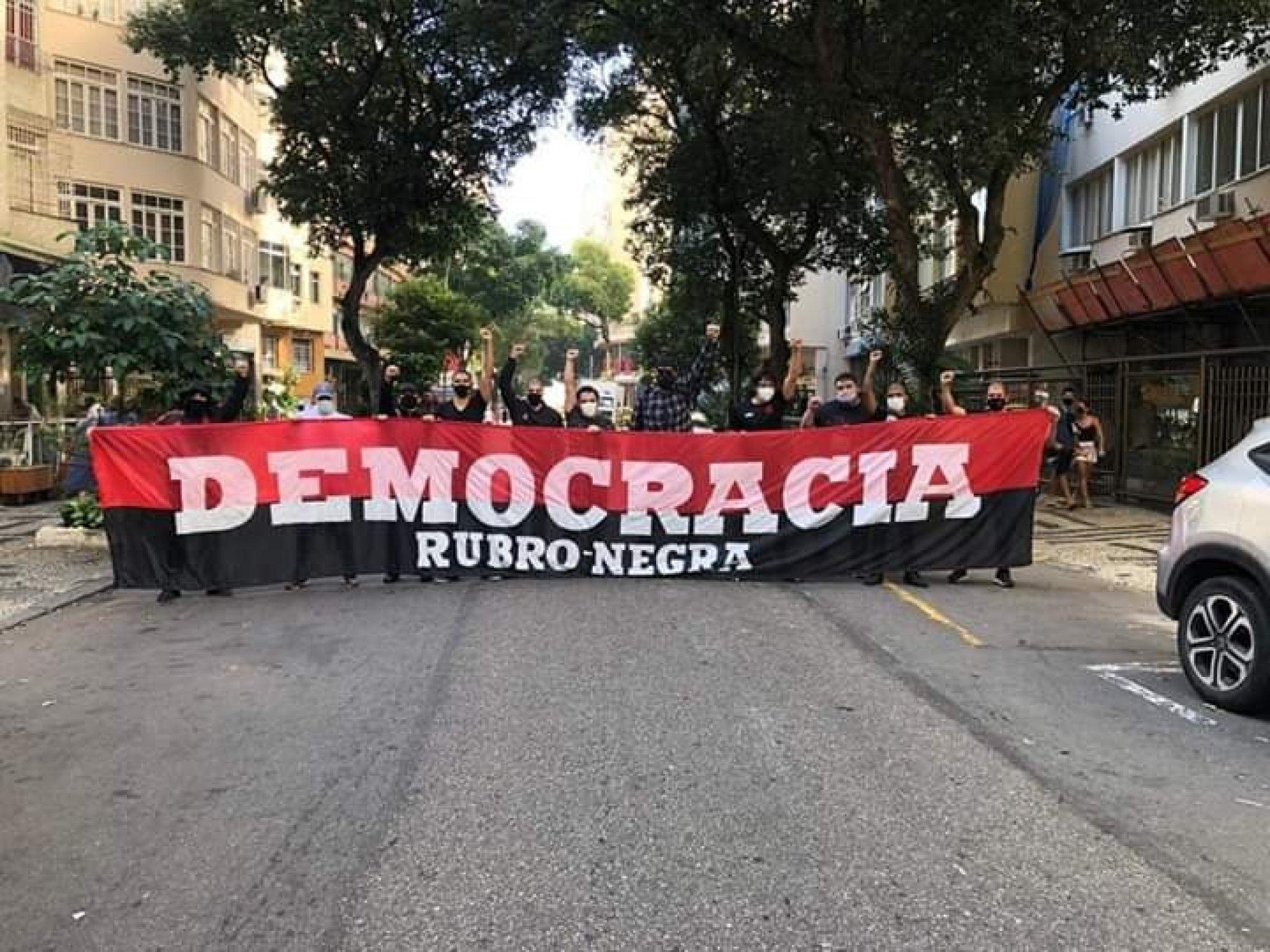 A organização envolve grupos antifascistas de torcidas organizadas como Palmeiras e Corinthians