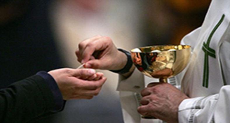 Tornarmo-nos morada do Corpo e Sangue de Cristo eucaristizados é tornarmo-nos Corpo de Cristo, Igreja (AFP)