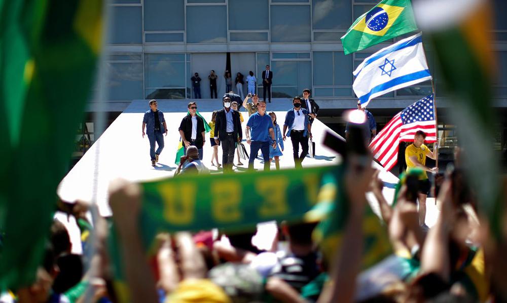 No Brasil atual, estamos assistindo a um espetáculo da polarização entre os que expressam abertamente o desejo de morte e a violência, de um lado, e os que lutam – literalmente neste momento – pela vida.