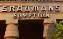 A Netflix concluiu a compra do histórico Teatro Egípcio de Hollywood, garantindo a posição central da gigante do streaming na indústria do cinema (AFP)