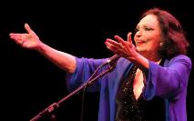 Em 1983, ela voltou a brilhar em 'Piaf', homenagem à grande cantora francesa Edith Piaf (Willian Aguiar/ Divulgação Funarte)