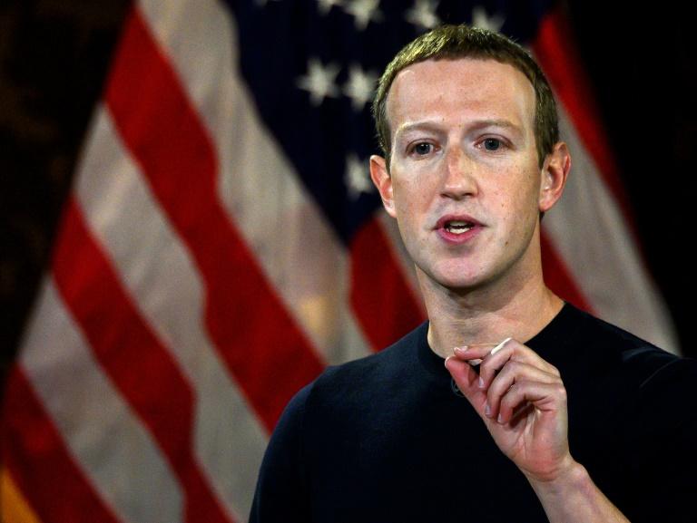O CEO do Facebook, Mark Zuckerberg, disse que as redes sociais privadas 'não devem ser o árbitro da verdade de tudo o que as pessoas dizem na web'
