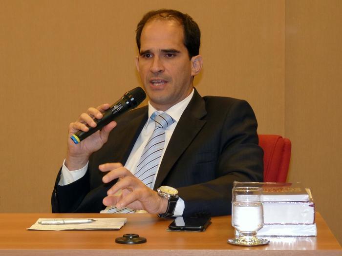 Professor Elcio Nacur Rezende, editor da Revista Veredas do Direito