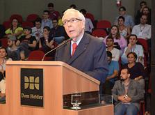 O professor Paulo Affonso Machado em palestra na Dom Helder (Dom Total)