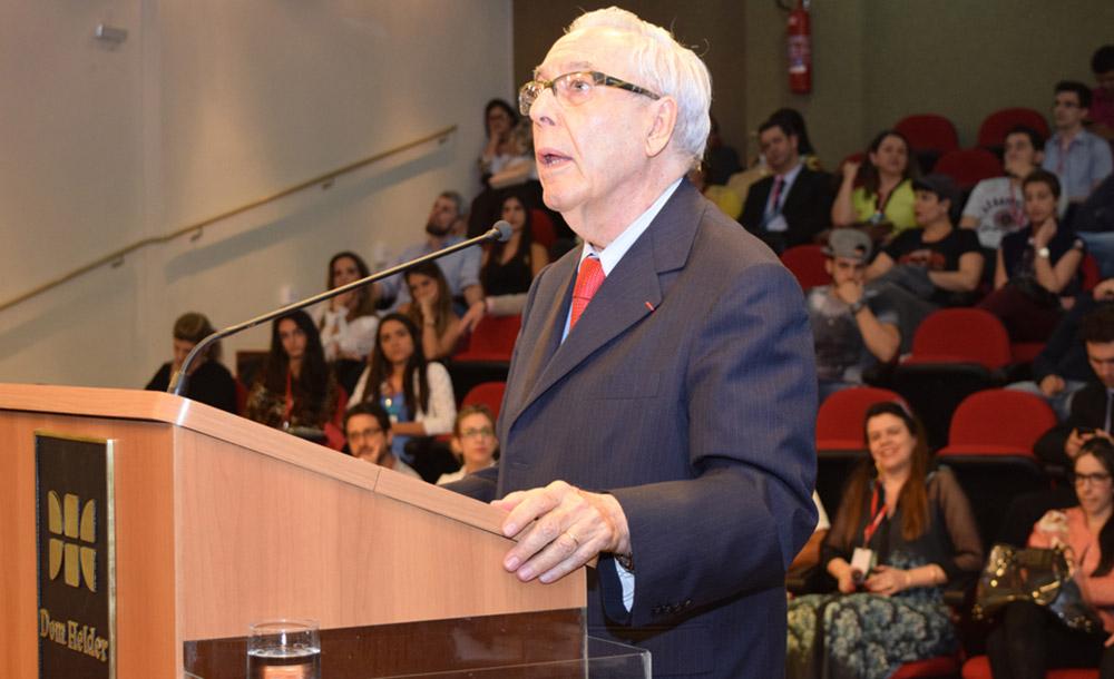 O professor Paulo Affonso Machado em palestra na Dom Helder