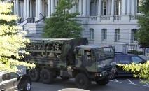 Tropas na ativa dos Estados Unidos, incluindo policiais militares e unidades de engenharia, estavam de prontidão na região da capital nacional (Reuters)