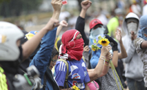 Autoridades pedem respeito ao isolamento social e ao uso de máscaras (AFP)