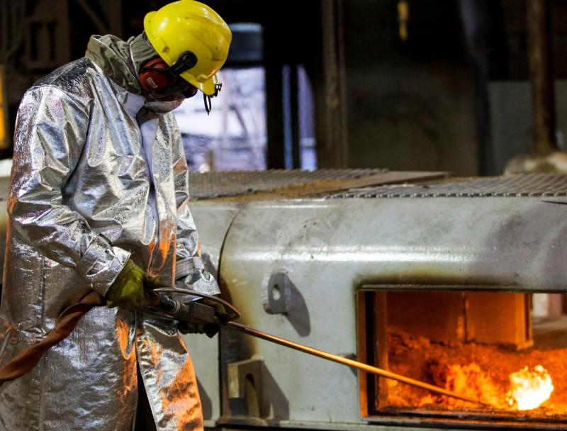 Em abril, a produção da indústria despencou 18,8% em relação a março, com a intensificação das restrições de circulação paralisando fábricas e mantendo as pessoas em quarentena em casa