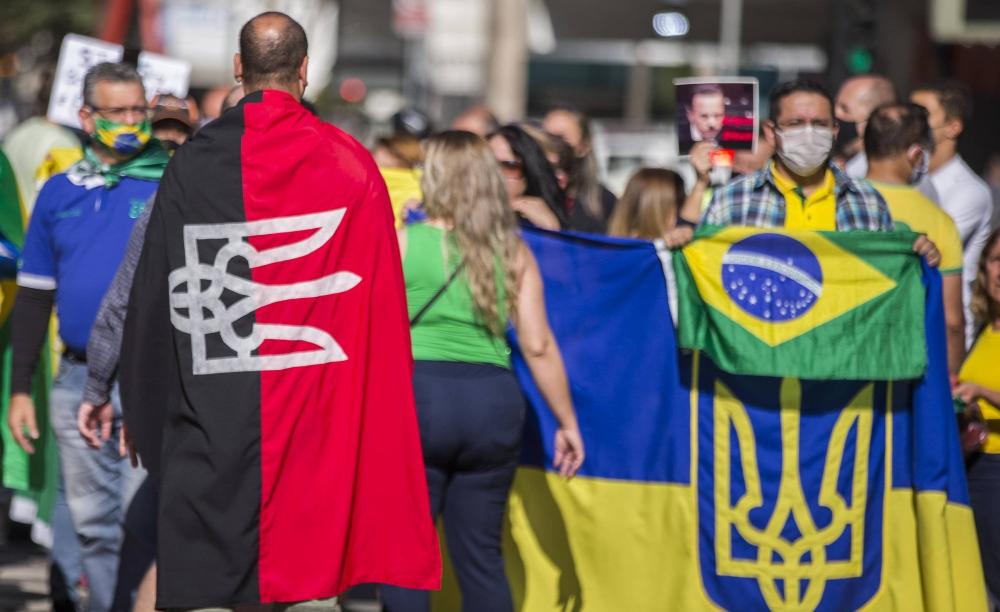 'A bandeira não é nazista mas, como se diz, é uma apropriação simbólica', diz o professor David Magalhães, da Pontifícia Universidade Católica (PUC-SP)
