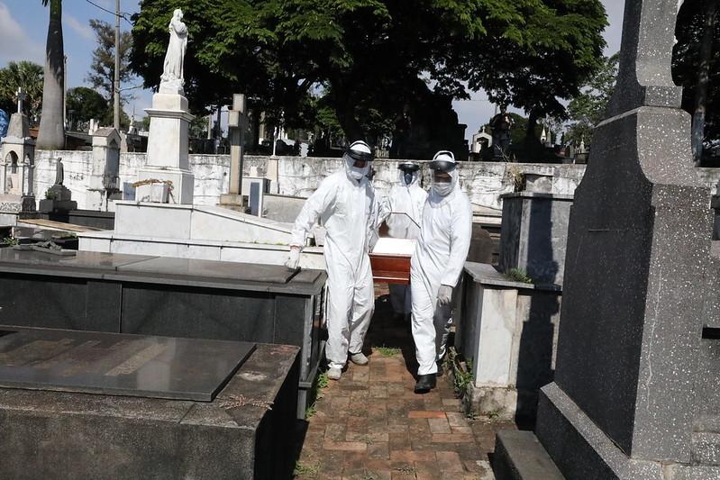 Covid-19 já matou mais de 300 pessoas em Minas