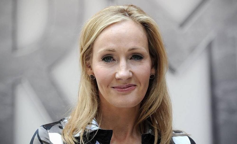 J. K. Rowling anunciou que vai doar seus direitos autorais para grupos que sofreram mais o impacto do coronavírus