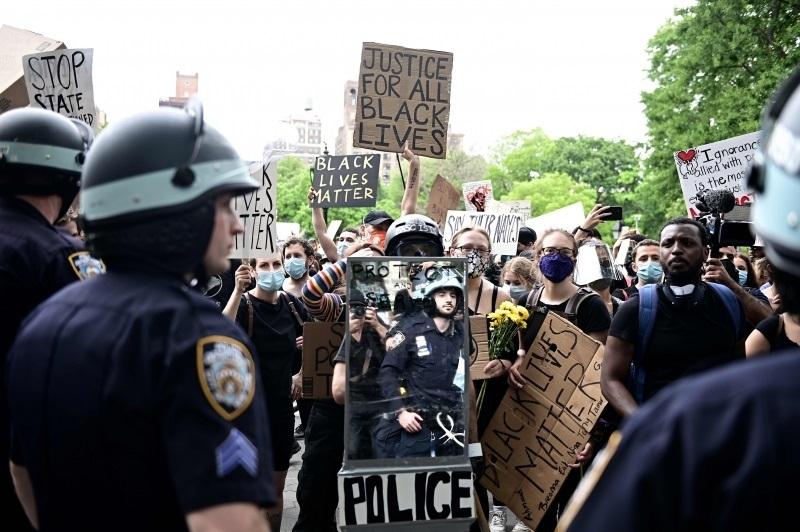 Trump nega que tenha ordenado à polícia de Washington uso da força para dispersar manifestantes