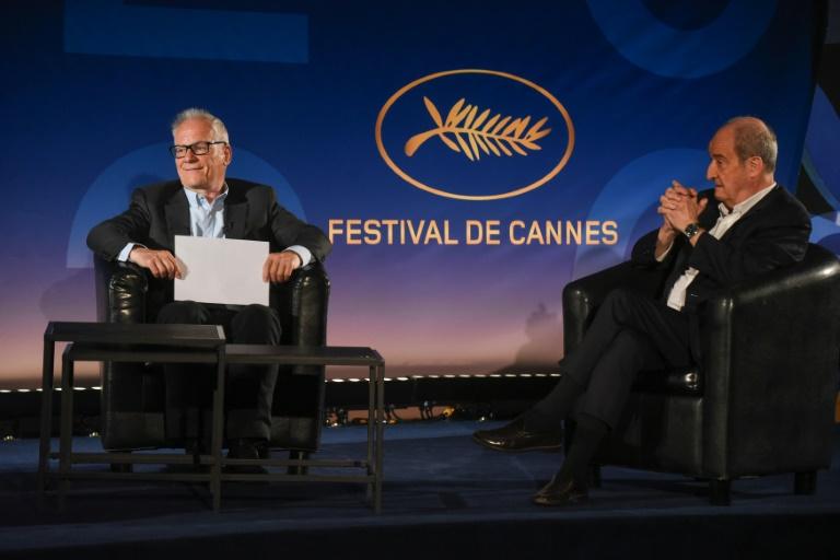 O diretor do Festival de Cinema de Cannes Thierry Fremaux e o presidente Pierre Lescure revelam a 73ª Seleção Oficial do Festival de Cannes, em Paris, em 3 de junho de 2020