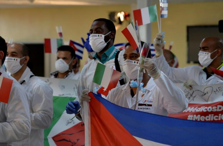 Médicos cubanos retornam da Itália e são recebidos no Aeroporto Internacional José Martí de Havana em 8 de junho de 2020