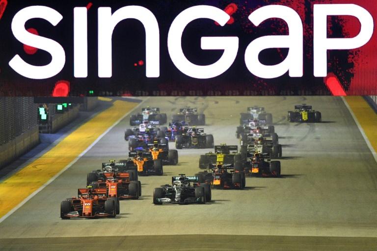 O GP de Singapura acontece em um circuito de rua duranta a noite