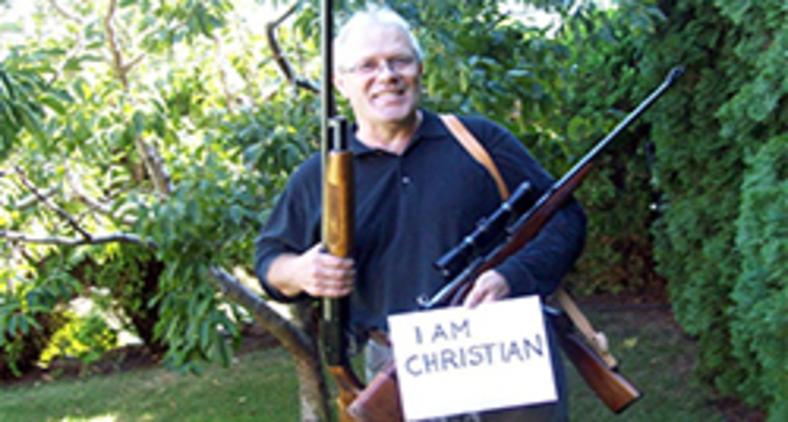 Cristãos poloneses publicam nas redes sociais fotos com armas de fogo (Reprodução/Facebook/jestemchrzescijaninem)