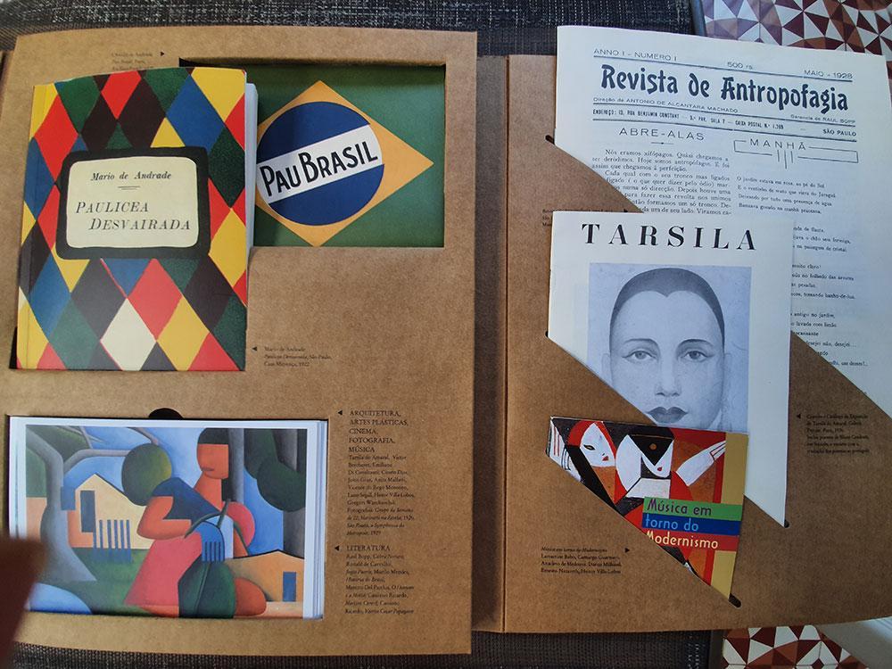 Caixa Modernista foi publicada em 2003 pela Imprensa Oficial do Estado de São Paulo/Edusp/UFMG e é um 'museu portátil'