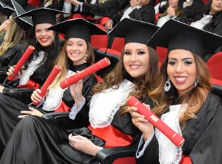 Com a autonomia para registro, a Dom Helder entregará os diplomas já na solenidade de formatura (Thiago Ventura/Dom Total)